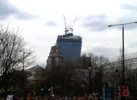 "The ""Walkie Talkie"" Tower near Monument from Rafael Viñoly - 21 April 2013"