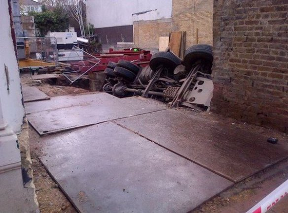 Lorry fell into ditch - Credit: Wandsworth Guardian